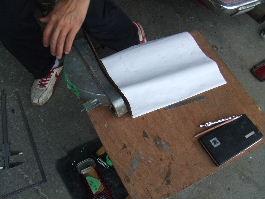実寸で型紙を作っている写真