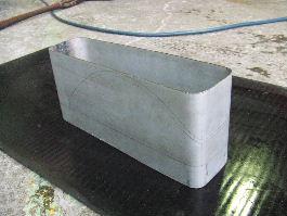 反射板1形態の為に曲げた平板