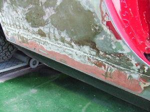 リアフェンダーの剥離で修理痕の錆を発見