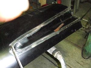 アウターパネルとダクトをスポット溶接