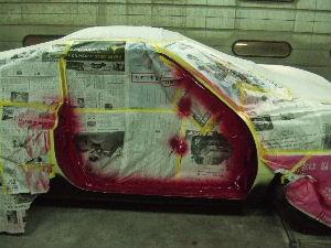 サイドシルなど、内側を先に塗装して仕上げる