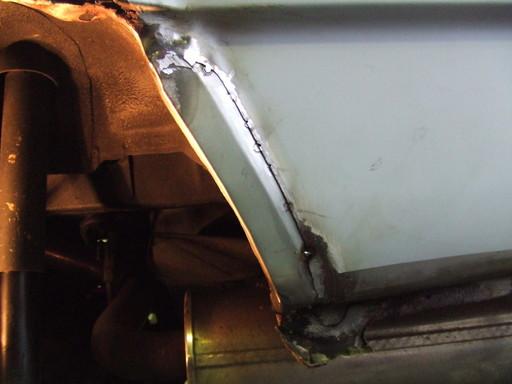 差込の半自動溶接、防錆後にパテ仕上げ。