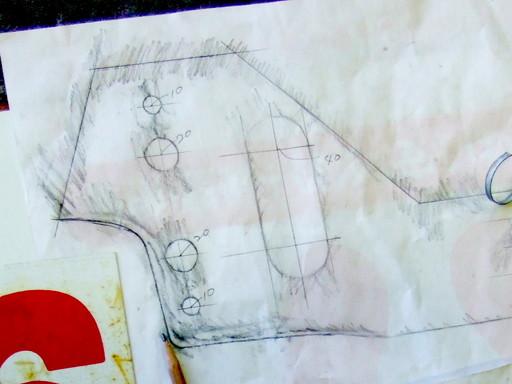 フード裏の形を石摺りでとって線を書き込んだ写真