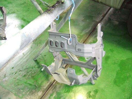 リトラクタブルフレームにプライマー塗装