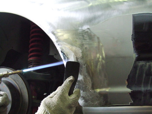 ヘラに使っている紙の板はスペアタイヤボードを切り出したモノ