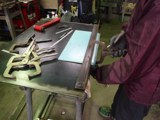 鋼鈑の曲げ作業